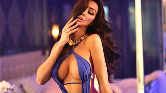 Model Yasmine Petty